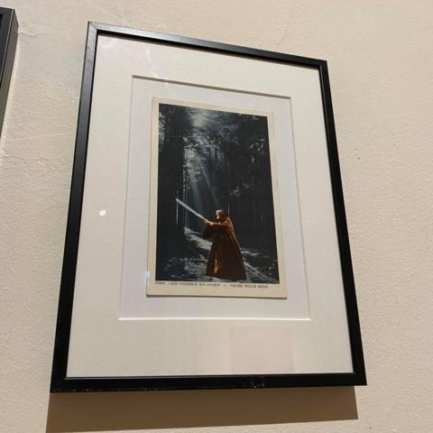 Que la neige efface mes pas, 1997 Série Combustion spontanée 1997 - 2020 Collage sur ancienne carte postale 14 x 9 cm Collection Gilles Miquelis